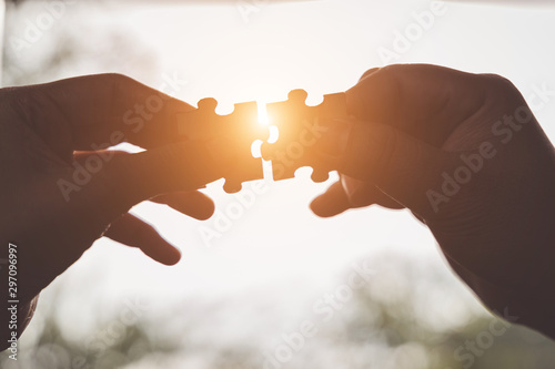 Fotografía  Business solutions, Businesswoman hand connecting jigsaw with businessman hand