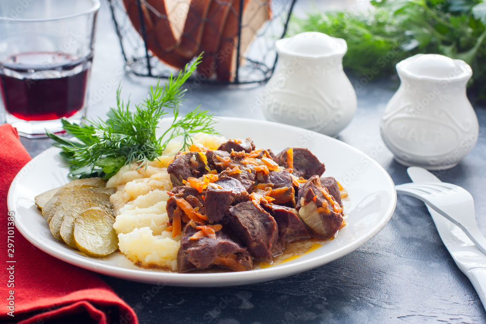 Fototapety, obrazy: Braised beef heart with mashed potatoes and pickles, horizontal