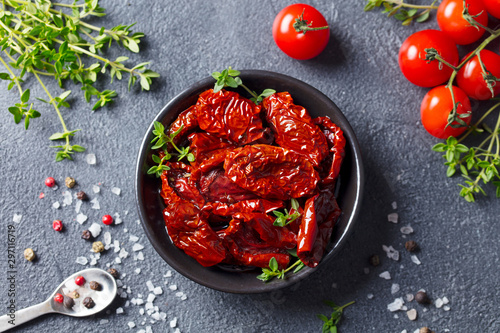 Obraz na plátně  Sun dried tomatoes with fresh herbs and spices