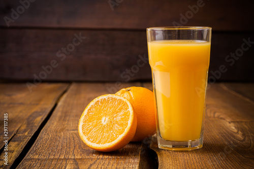 Foto auf Gartenposter Saft glass of orange juice and oranges on wooden table