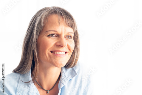 beautiful middle aged woman resting Fototapet