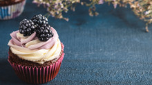 Delicious Cupcake With Blackbe...