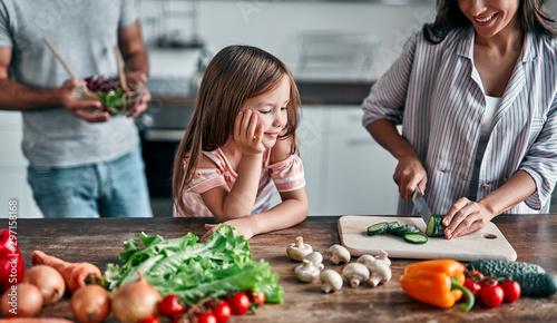 Obraz na plátně  Family in kitchen