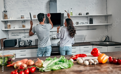 Family in kitchen - 297158549