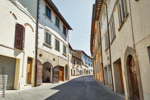 Valokuva  Montopoli in Val d'Arno narrow street architecture