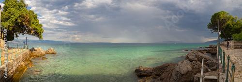 Fototapeta  Paisaje marítimo, panorámico de Opatija, en la península de Istria, Croacia,  en
