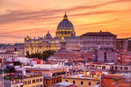 Poster de jardin Lieu de culte Cityscape view of Rome at sunset with St Peter Cathedral in Vatican.