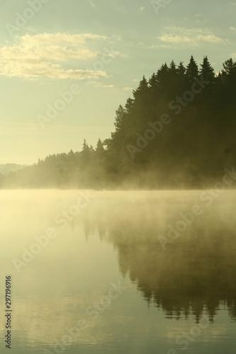 rano-nad-jeziorem
