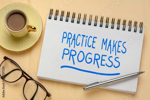 Cuadros en Lienzo practice makes progress inspirational quote