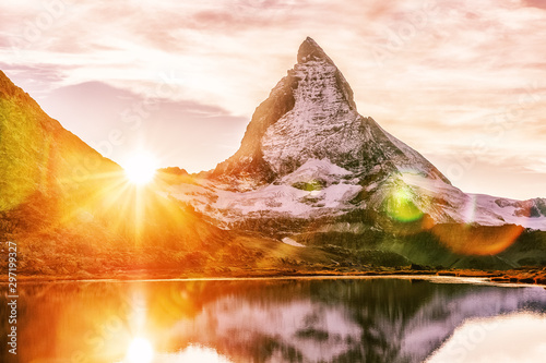 Photo Matterhorn mountain peak, Switzerland, seasonal autumnal scene