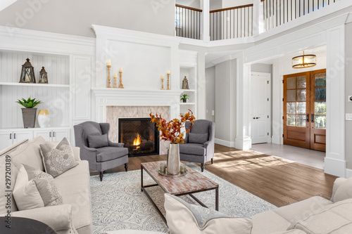 Beautiful living room in new traditional style luxury home Tableau sur Toile