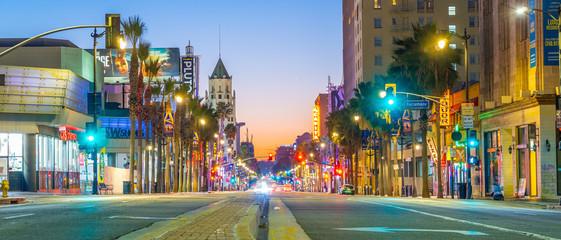 Widok światowej sławy dzielnicy Hollywood Boulevard w Los Angeles, Kalifornia, USA