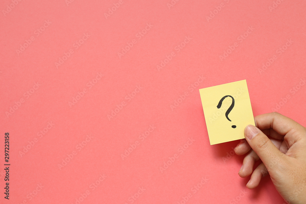 Fototapety, obrazy: Question mark on memo paper on pink background. Solution concept