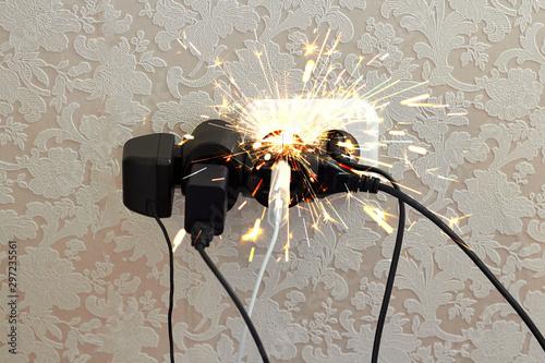 Overloaded socket, spark Fototapete