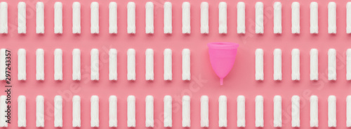 Fotomural Menstrual cup and tampons on pink background