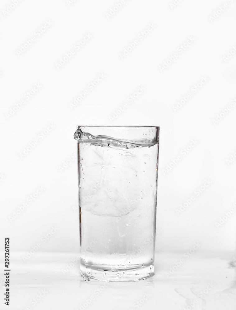 Fototapeta Water splashes in a glass of water isolated white background