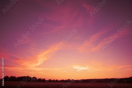 Montage in der Fensternische Hochrote Rural landscape in the evening in sunset light. Silhouette of the village on the horizon