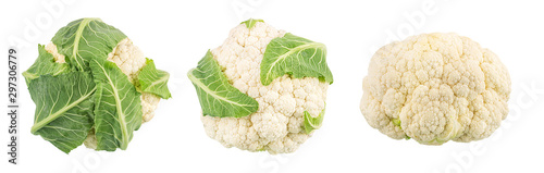 Papiers peints Légumes frais Fresh cauliflower isolated on white background with clipping path