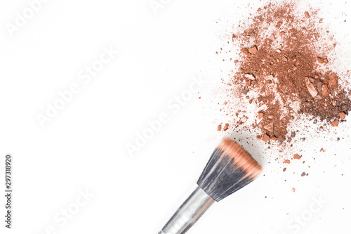 Fotografie, Tablou  Crushed blush and eyeshadow isolated on white background