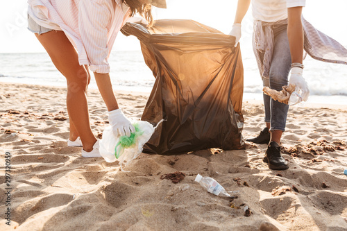 Photo of eco volunteers cleaning beach from plastic garbage together Tapéta, Fotótapéta