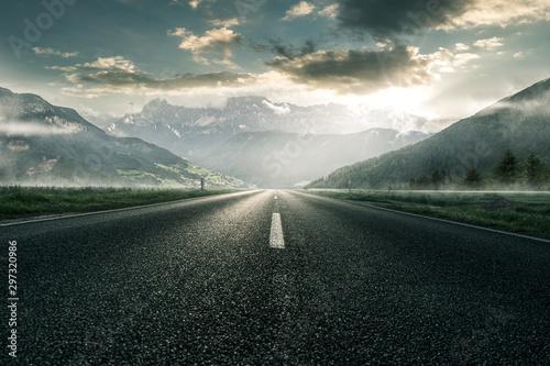 Fotografie, Obraz Straße für durch Berglandschaft