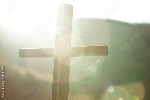 Foto cross in nature at the sunset