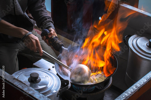 Pinturas sobre lienzo  Cooking flame on the top of a wok