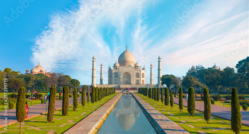 Photo Taj Mahal at bright blue sky - Agra, India
