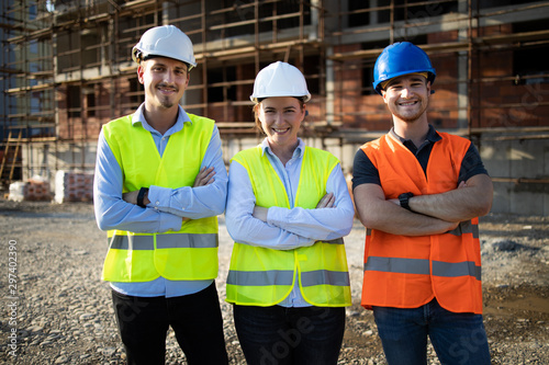 Obraz Group of construction workers on building site - fototapety do salonu