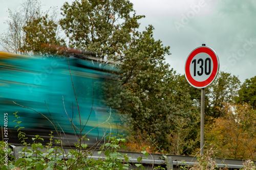 Tempo 130 Schild an der Autobahn, Geschwindigkeitsbegrenzung Canvas Print