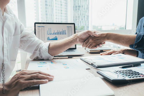 Fotografía  Successful businessmen handshaking after good deal