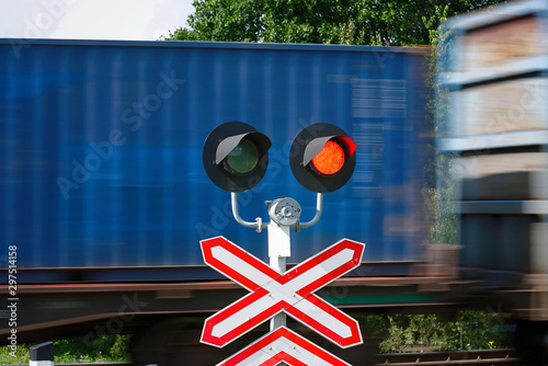 Photographie Traffic light with flashing red signal on railway