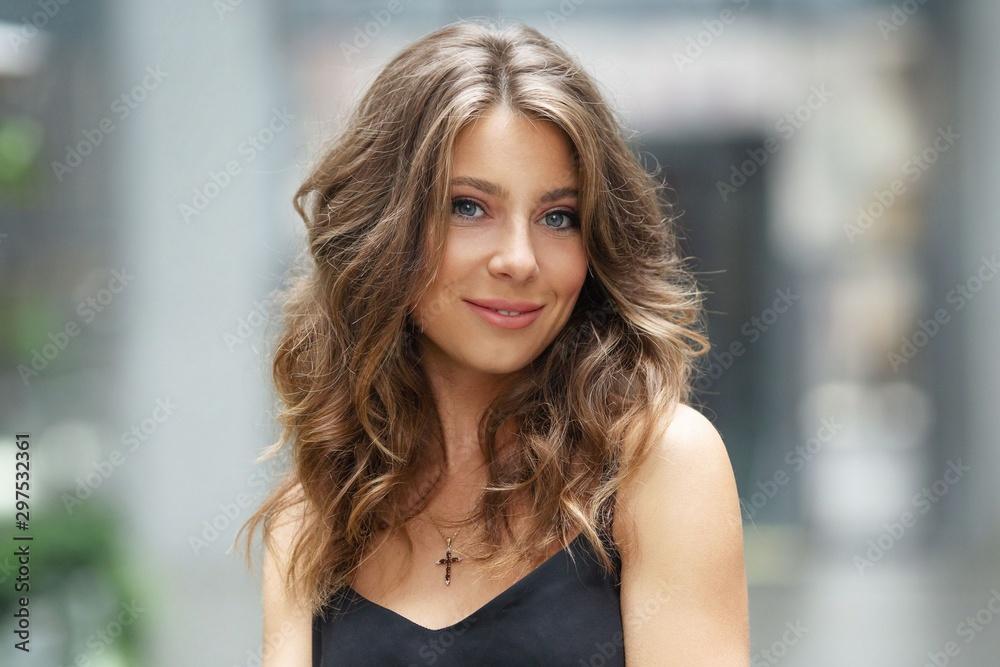 Fototapety, obrazy: portrait of a beautiful girl. Blurred background