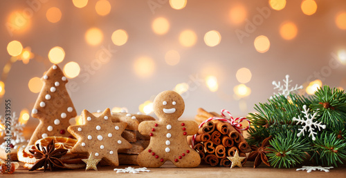 Gingerbread man and gingerbread cookie on bokeh background. Christmas banner.