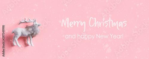 Fotomural  White Christmas reindeer on pink. Xmas. Flat lay.