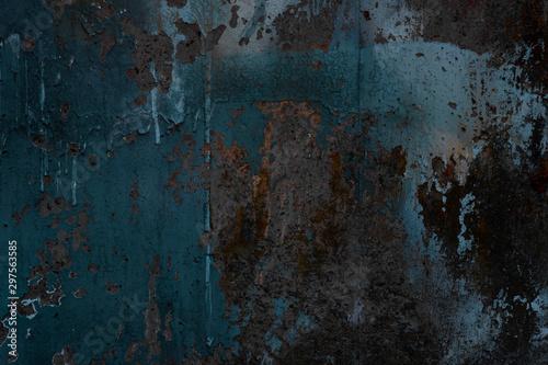 Streszczenie tekstura tło. Twórczy sztuka ścienna z bliska. Piękne ciemne tło. Maluj na ścianie. Niebieska, szara, pomarańczowa i żółta stara popękana betonowa powierzchnia ściany