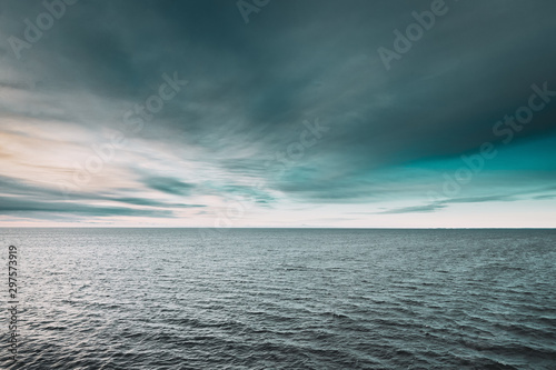 Fotomural  Riple Sea Ocean And Blue Sky Background