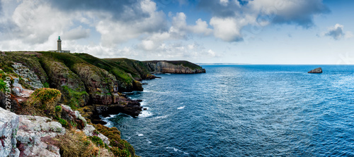 Fotografía  panorama coastal landscape with cliffs and a lighthouse