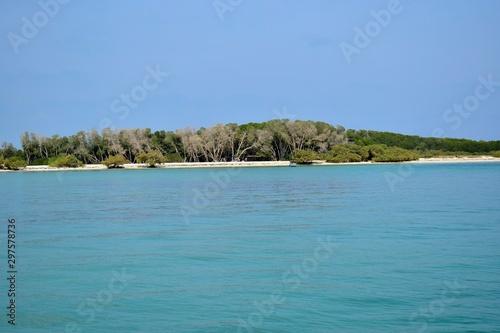 Keuken foto achterwand Meer / Vijver small island on the red sea, beautiful sea water and clear blue skies
