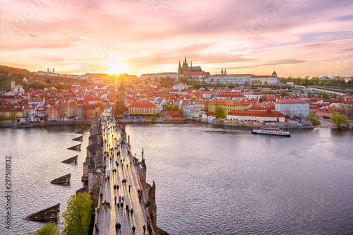 Photo  aerial view of Charles Bridge and Prague Castle