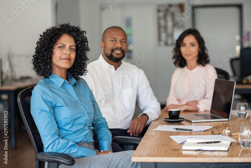 Fotografía Diverse businesspeople working together at an office table