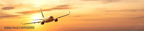Spoed Fotobehang Vliegtuig airplane in the sky at sunrise