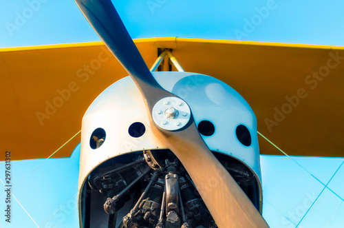 propeller with a motor and yellow wings of a vintage airplane Slika na platnu