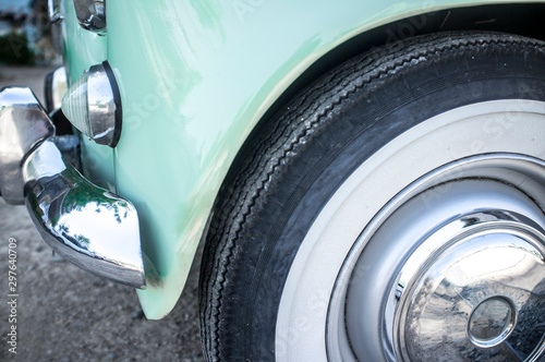 Whitewall tire mounted on restored 60s car Fototapet