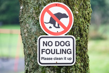 No Dog Fouling Sign In Children's Public Play Park