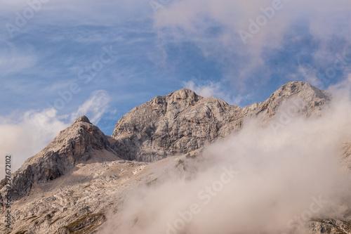 Obraz na płótnie Clouds gathering around mount Triglav