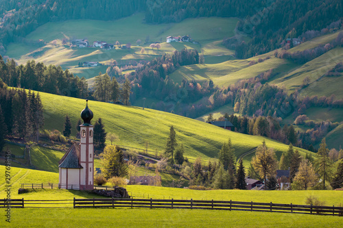 Montage in der Fensternische Blau türkis Evening light over Italy meadows and a chapel on the green