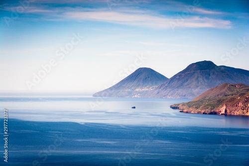 Papiers peints Ile Lipari and Salina volcanic cone
