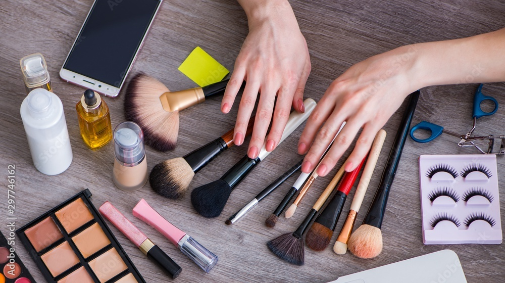 Fototapety, obrazy: Fashion blogger with make-up accessories