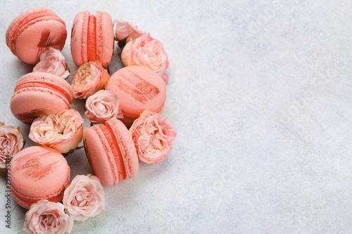 Keuken foto achterwand Bloemen Macaroons and flowers, pastel colored white background